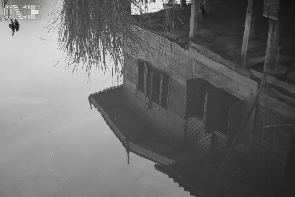 บ้านเก่าริมน้ำ